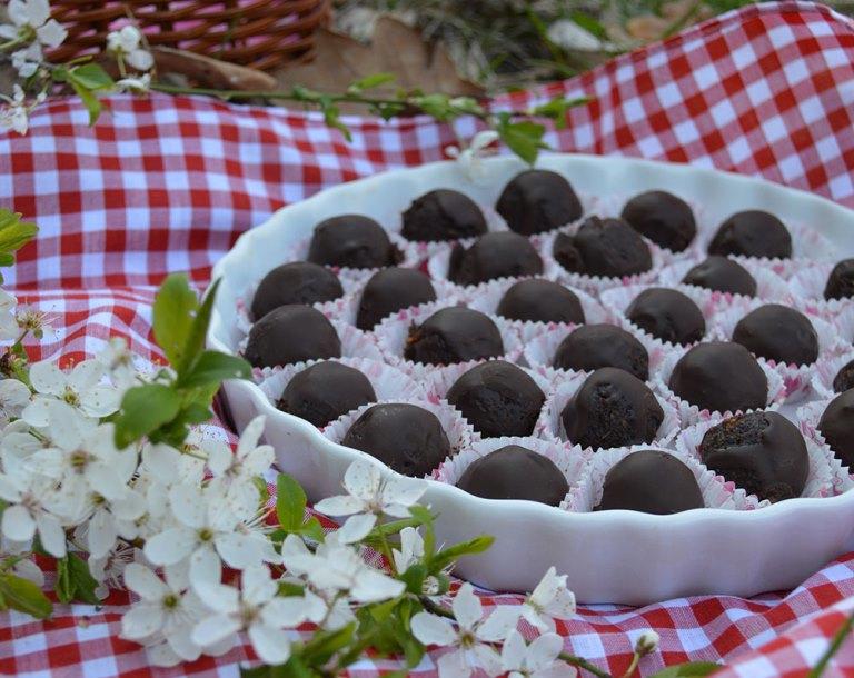 Шоколадови бонбони с мака и портокал