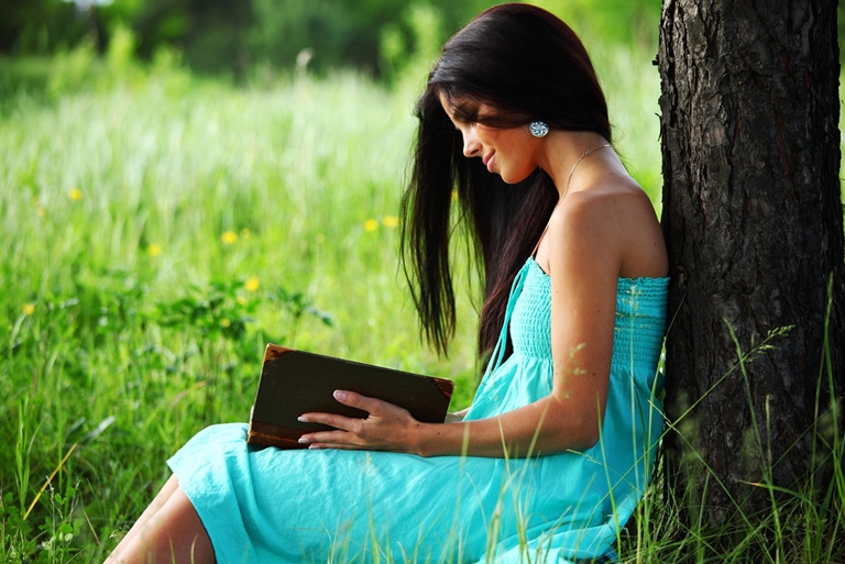 girl-read-book-in-nature_1