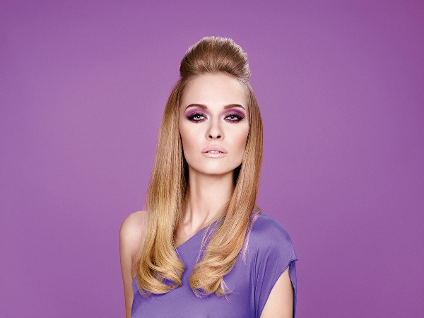 MODEL WITH VIOLET MAKE UP_1